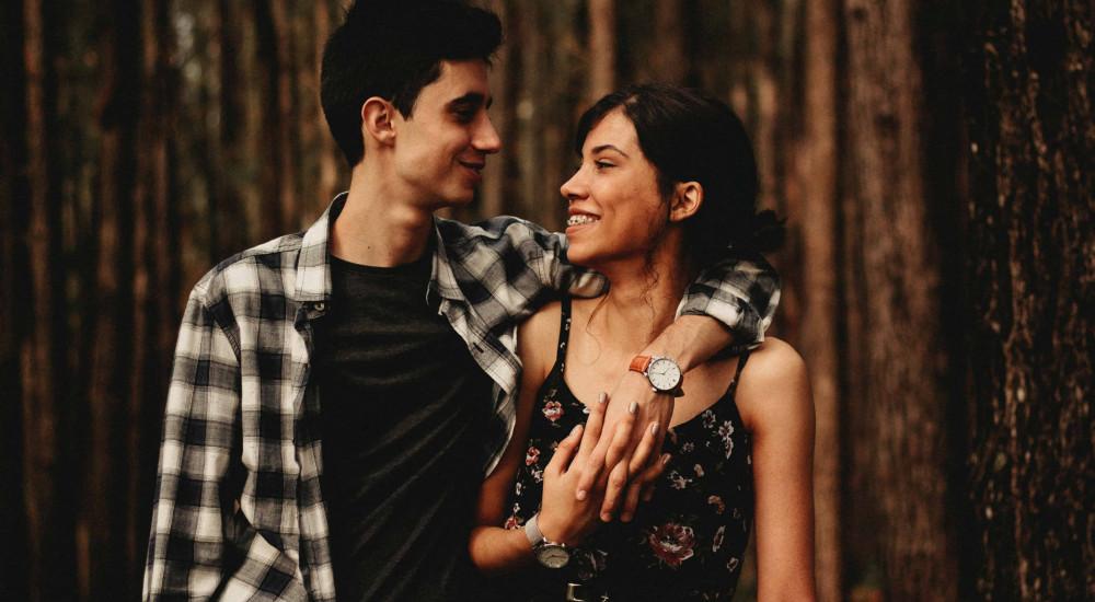Szabad, muszáj… vagy épp tilos flörtölni egy párkapcsolatban – mással?