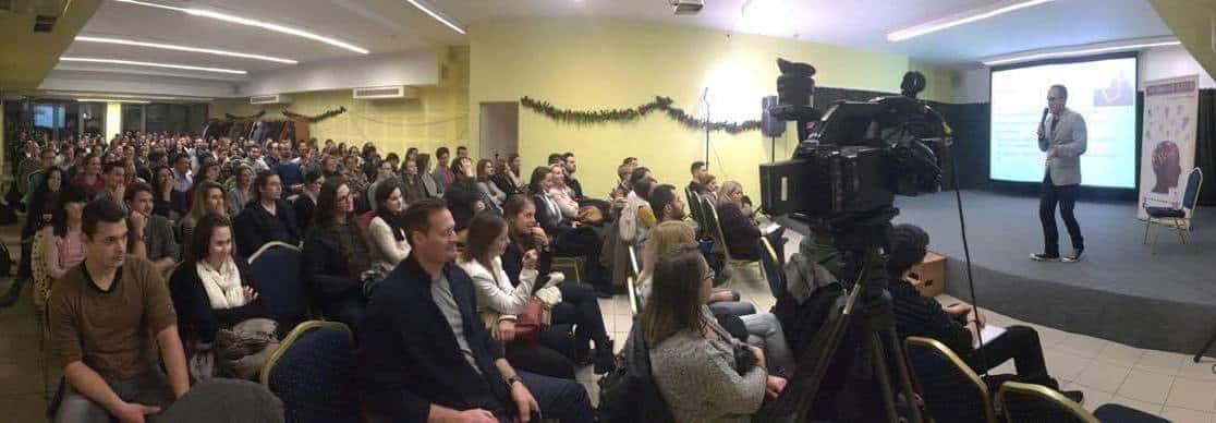 Lázár Gergely teltházas előadása a Be Smart Klub szervezésében.