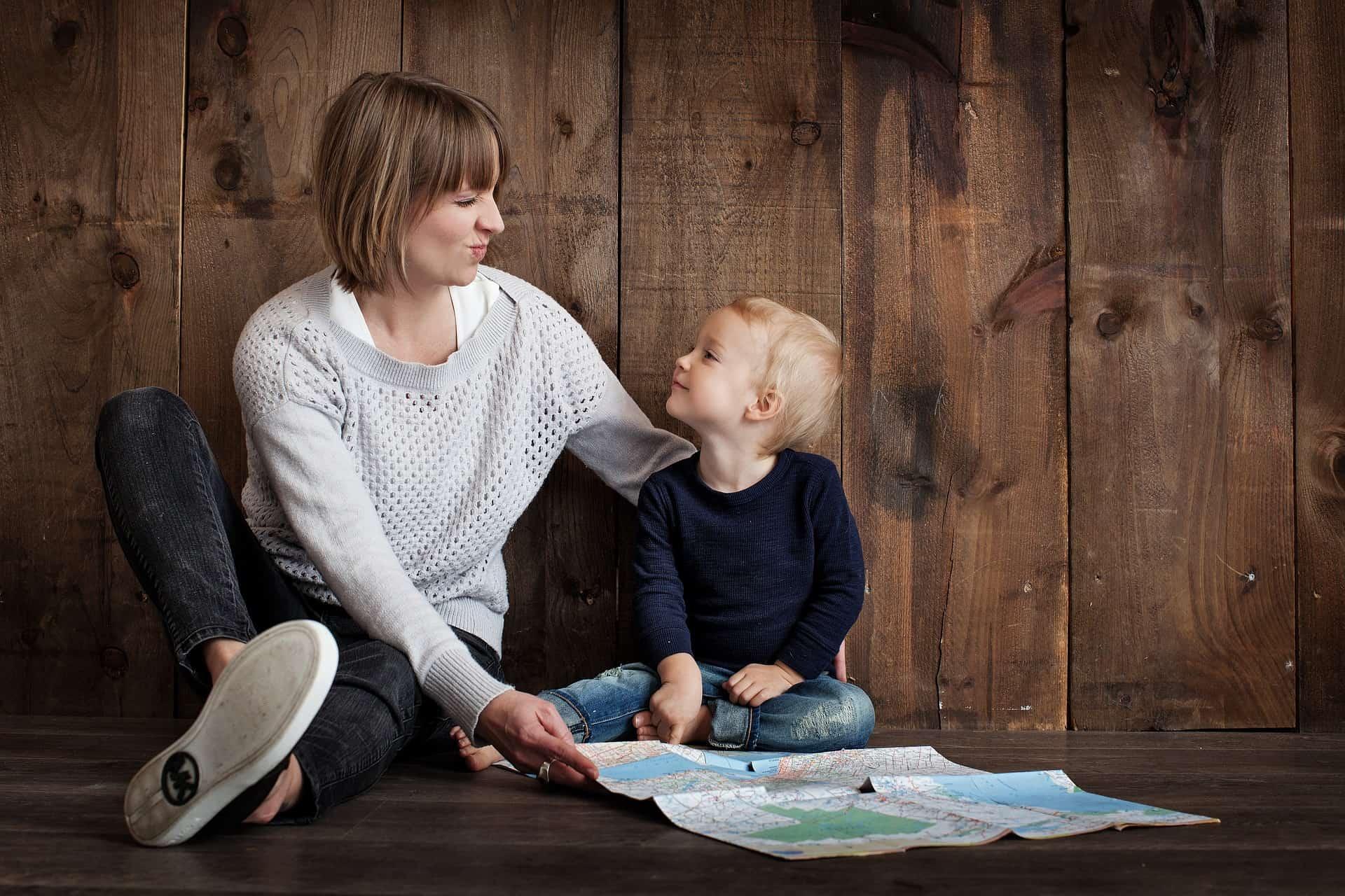 A függetlenségre való törekvés nagyon fontos a kisgyermekek fejlődése során. Még ha ez olykor konfliktussal is jár, fontos, hogy a szülő hagyja, hogy gyermeke tapasztaljon.