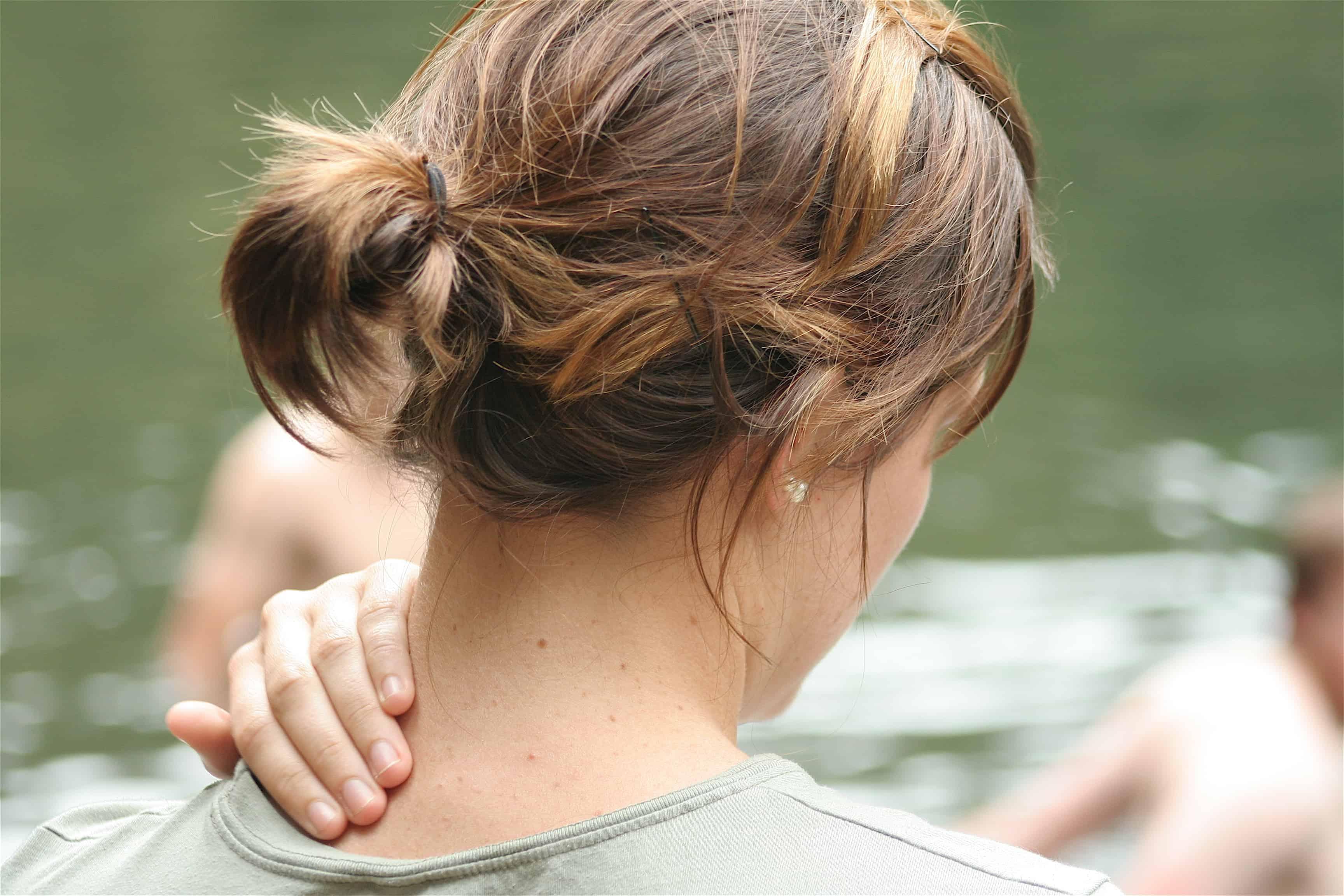 Pszichoszomatikus tünet lehet a nyaki és gerincfájdalom.