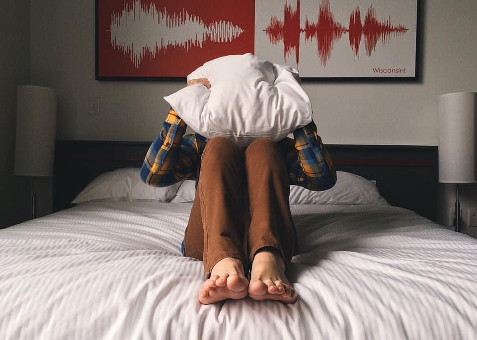 A korai magömlés gyakran merevedési zavar következménye. A férfi a gyors ejakulációval próbálja megakadályozni merevédésnek megszünését. Ugyanakkor a korai magömlése is visszahathat az izgalmi állapotra ezzel merevedési zavart okozva