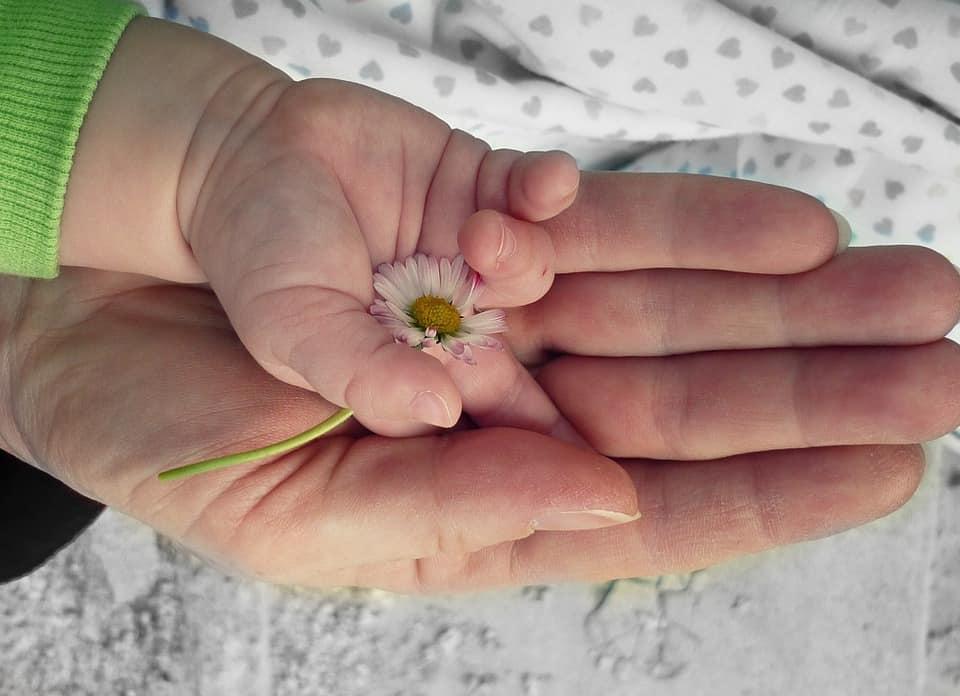 A kisgyermekkor fontos fejlődési feladata a bizalom kialakulása, mely a későbbi biztonságérzet alapját adja.